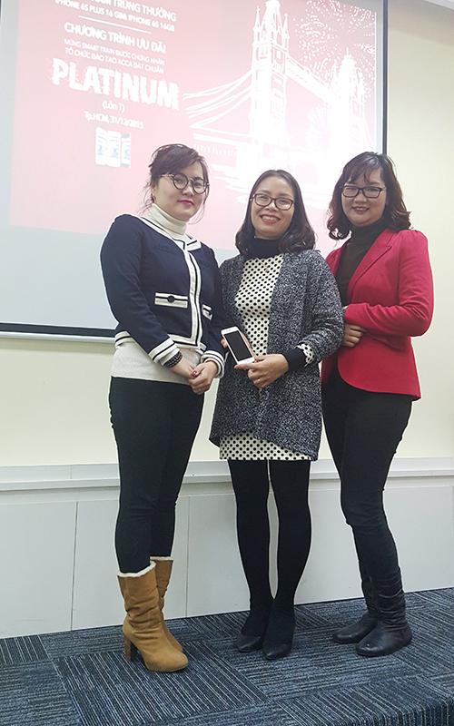 Chị Đặng Thị Lan Hương - Trưởng phòng Kiểm toán nội bộ, công ty Kinh Đô, học viên CIA tại Smart Train Hà Nội đã trở thành chủ nhân thứ hai của của Iphone 6S