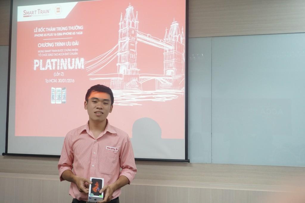 Anh Đinh Đức Huy – Học viên khóa CIA chia sẻ niềm vui khi sở hữu chiếc Iphone 6S