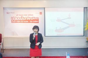 """Bà Lê Thị Diễm Phước–Trưởng Ban Đối ngoại Smart Train tổng kết chương trình học bổng """"Ươm mầm tài năng SV Kế toán - Tài chính"""""""
