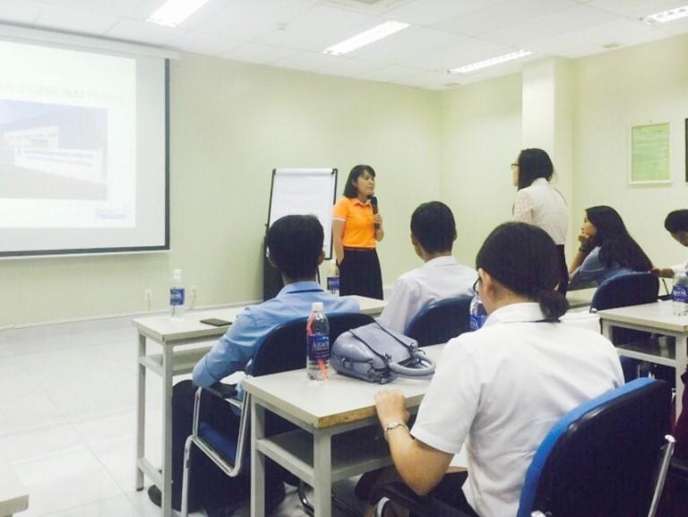 Hoạt động tham quan nơi làm việc học bổng ACCA Career Lead